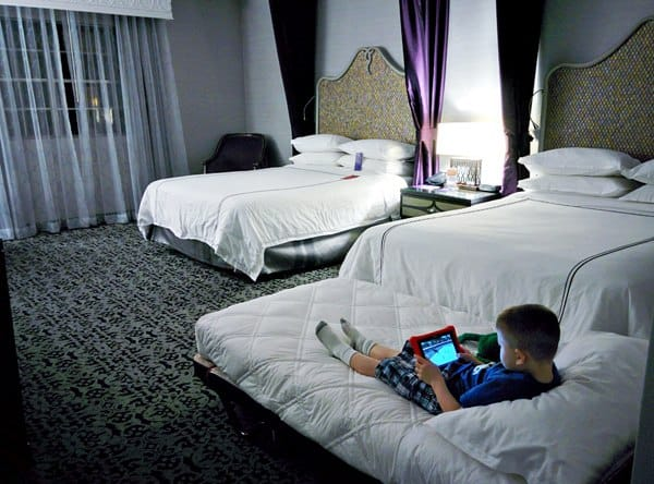 Disneyland Resort Vs. Good Neighbor Hotels? Tips on how to choose the right spot for your family vacation.