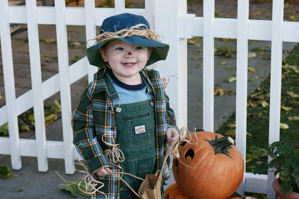 Baby dressed like the Scarecrow from the Wizard of Oz DIY Halloween costume