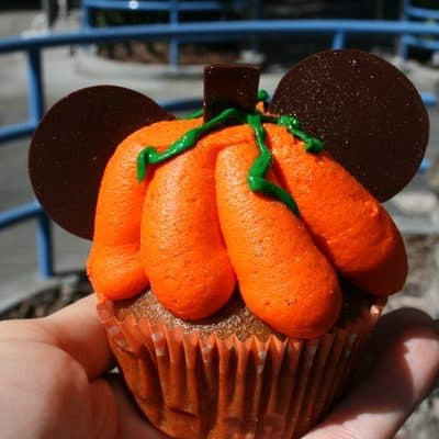 Favorite Food Friday – Disneyland #Halloweentime Pumpkin Spice Cupcake