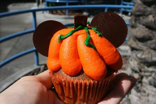 #Halloweentime Disneyland Pumpkin Spice Cupcake