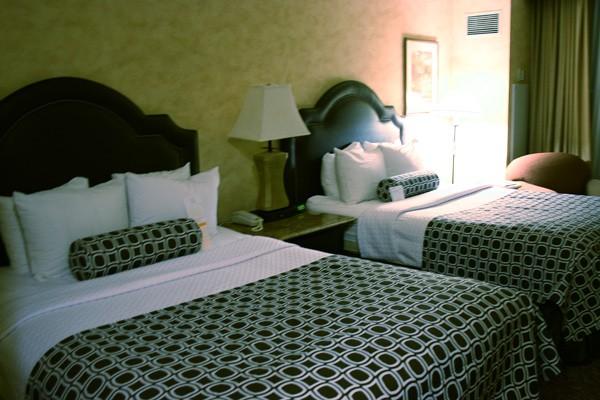 Disneyland Resort Vs. Good Neighbor Hotels