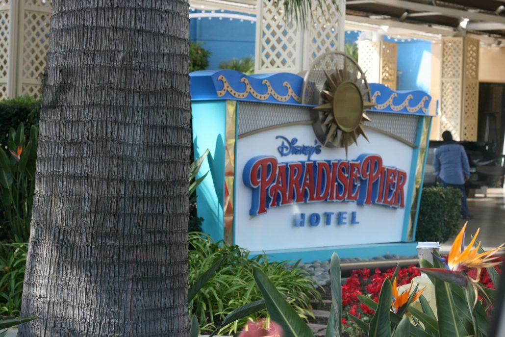Disneyland Paradise Pier Hotel sign