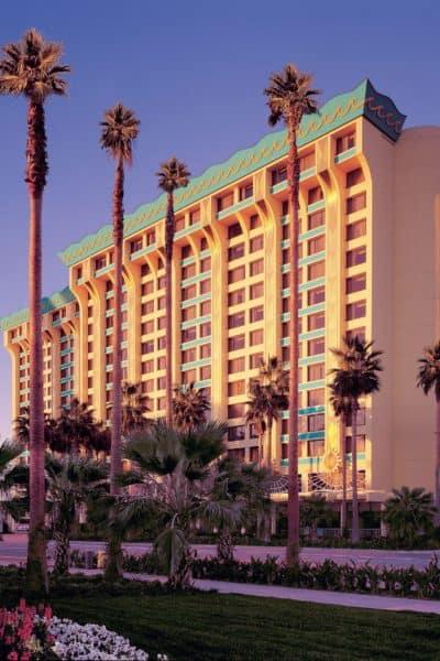 Disneyland Resort Hotel Review – Paradise Pier Hotel