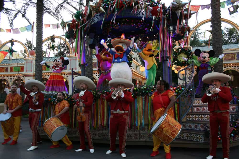 !Viva Navidad! float at Disney California Adventure
