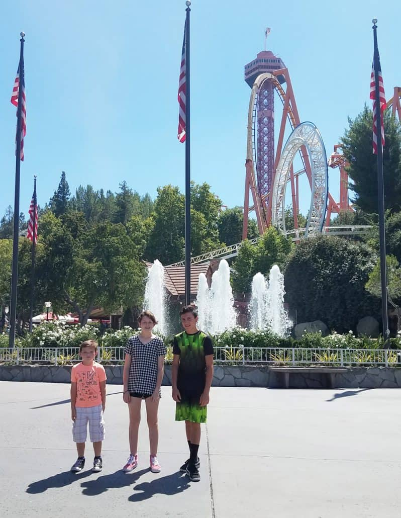 Six Flags Magic Mountain entrance fountain with kids