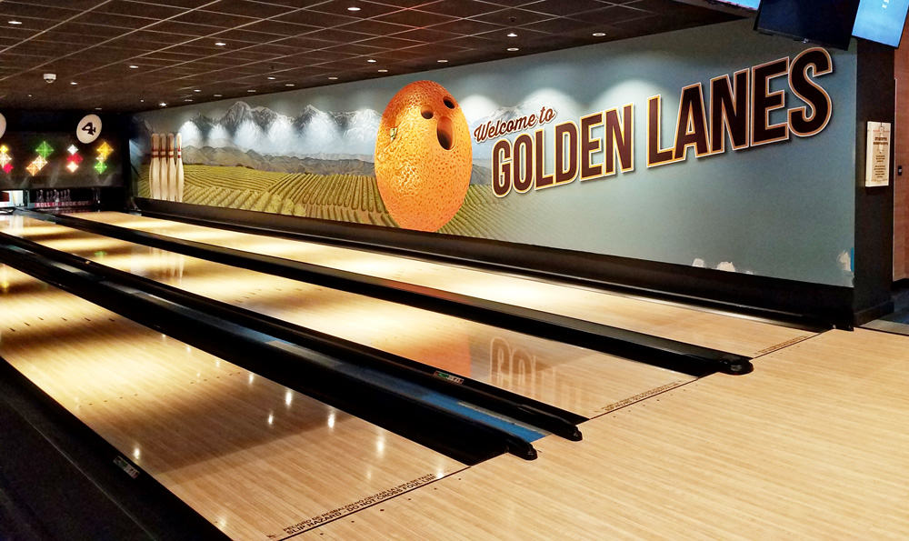 Splitsville Luxury Lanes is a unique retro-themed bowling alley and restaurant that's family friendly. Find out what to eat, when to visit and how to do Splitsville Anaheim with kids
