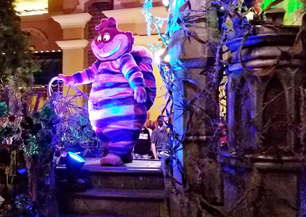 Cheshire Cat in Oogie Boogie Bash Frightfully Fun Parade