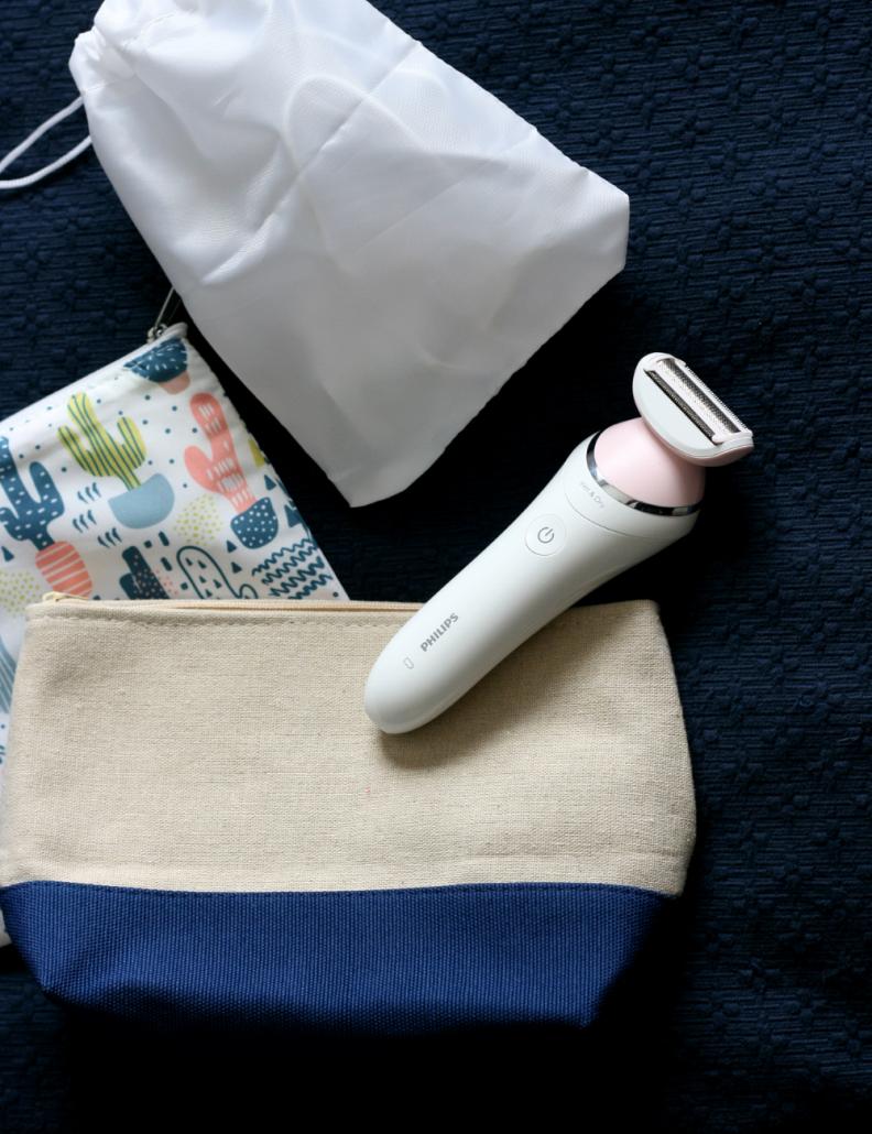 Phillips SatinShave electric razor and travel bag